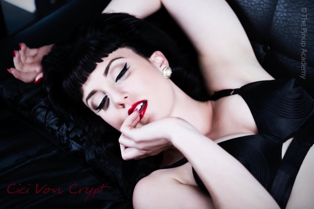 pinup makeup artist & vintage hairstylist